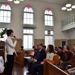 礼拝の報告時、キリスト教放送局・日本FEBCのお働き全般について、安保ふみ江さんにお話頂きました。その時の様子。