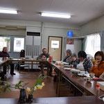 愛餐会の様子がこちら。松井牧師の就任式にお邪魔したときは集会室がギュウギュウでしたのでもっと狭く感じました。