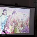 ヨハネによる福音書のパンの奇跡の場面でたいせつな役割を果たす少年の姿が描かれた場面ですね。