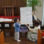 たびとくん、まだ字は読めませんが、安佐子さんは通っている幼稚園の先生だもんね。
