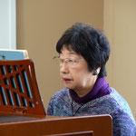 奏楽は光代さんです。安佐子さんが弾いてくださることもありました。オルガンを弾いている写真がない、ということで時々シャッターチャンスをねらっていますが、笑顔で弾いているというのは普通に考えてありません(笑)