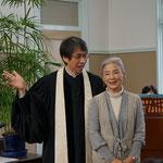 ようこそステンドグラス作家の満智子さん 神戸からお出でです。この日は広島に向かわれました。