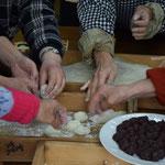 あん餅もたくさん、というかあん餅がメインです。なんと、このあと写真が出てきますが、今回はあん餅を使ったお雑煮が登場となります。
