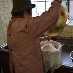 何日も前から、この日のことをイメージして準備をしてくださった方の一人が、艶子さんです。朝一番にお台所に到着。