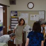 時間からすると、旭東教会での全てのご奉仕を終えて、横浜に向けて出発しようとしている所です。安佐子さんと光子さんがご挨拶。光子さんの90度のご挨拶に拍手。