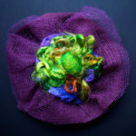 Hava Niknam - broche ronde - tissu  fils de soie - 10cm