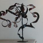 Denise Eisler - sculpture en métal de récupération - Calligraphie - 36x42x21