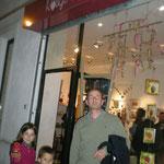 Vernissage - 1er anniversaire de Rouge Grenade - Lionel et ses enfants