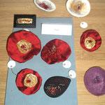 Inaïa - broche tissu et cocon de soie d'or - broche en bois + cocon de soie et fil métallique - broche en laine feutrée
