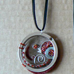Sarah Najand - pendentif - passoire - peinture - objets divers