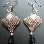 Assia Rhadbane - boucle d'oreille brodée - monture argent