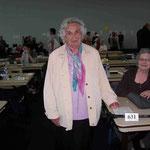 Mme Gilbert et Mme Janssen en arriere-plan