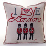 JR254 London Guards Cushion(Cream)