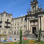 Seminario Mayor gegenüber von der Kathedrale bittet Übernachtung und Verpflegung für Pilger.