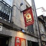 In Santiago gibt es viele nette Tapas Bar die für körperliches Wohlbefinden sorgen.