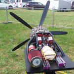 Die Lipo-Akkus sind für den E-Anlasser und die Glühkerzenregelung, ein fetter Luftfilter darf nicht fehlen