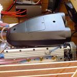 V-8-Benzinmotor mit Trockensumpfschmierung und Wasserkühlung