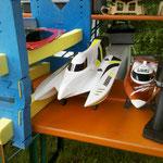 das Hydrotek-F1 mit Flutkanal und Fake-Außenboarder auch neu in Leo´s Sammlung