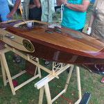 ein schönes Holzmotorboot