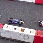 Die F1 - Boliden in der Boxengasse kurz vorm Rennstart