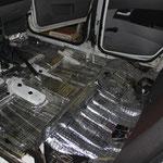 Полы и багажник проклеивается вибродемпфирующим материалом Шумофф М4