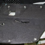 Обшивка проклеивается шумопоглощающим-уплотнительным материалом Битолон 5
