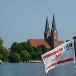 Blauer Himmel über der Klosterkirche.