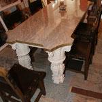 Massiver, eleganter Tisch ebenfalls Sonderanfertigung