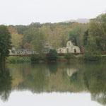 L'étang des moines (Bouconville-Vauclair) et les ruines de l'Abbaye de Vauclair