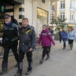 Les randonneurs rue de Vesle...