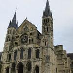 Façade Basilique St Remi