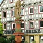 «Marktbrunnen» - Besigheim, enquadrada pelas tradicionais Fachwerkhäuser
