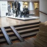 デンマーク店内|階段スロープ|シンプルで馴染むデザインに思いました。