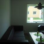 パッシブ集合住宅|窓を見ると壁のが厚いことが分かります。