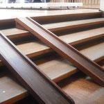 デンマーク店内|階段スロープ|移動が自由なので、幅広く対応できますね。