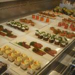 Laxbutiken|サーモン専門店|ケーキのようにサーモンが並んでいました。