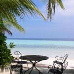 Die verlassene Tischrunde (Malediven)