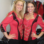 Julia und Vera in rot (Hofbräu Regiment)