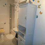 Bad, mit WC, Dusche und Waschbecken