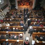 Festlicher Einmarsch mit Gesang des Aasener Kirchenchores