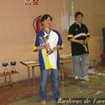 Loli recogiendo el trofeo a la subcampeona de Catalunya