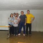 Dani cogiendo el trofeo y su papi Jero EspluguesC.D