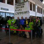 Los componentes del CD Viladecans Parada esperando a su campeon el Sr Federico Pozo un peazo campeon