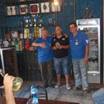 El amigo Matamoros recogiendo el trofeo