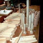Rekonstruierte Holzschrauben und Pfeifenfüße