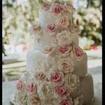 Pastel para boda de fondant claveles y jazmin