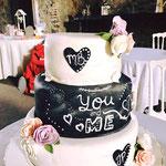 Pastel para boda de fondant corazones negros