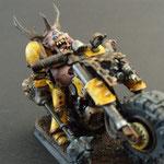 seigneur de nurgle en moto avec masse noire