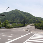 岩島駅から徒歩30分ほどで道の駅あがつま峡の前。ここで食事・入浴もできます。