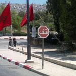 Verkehrsschild in arabischer Sprache